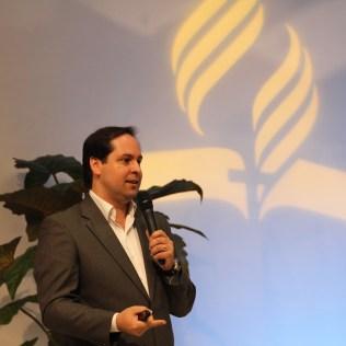 Professor Luiz Henrique Santos apresenta MBA de Comunicação Corporativo.