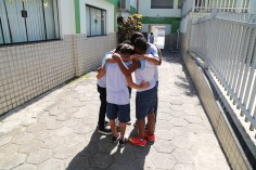 parada939-oracao-alunos-recreio2