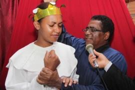 Pastor local, Paulo de Oliveira, realizando os batismos (Foto: Alexon Demétrio)