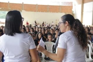 As meninas ouviram orientações específicas para a sua idade. A professora Neiza, líder do Ministério da Mulher da MOPa e a Eidiomara Carvalho, fisioterapeuta, foram as palestrantes