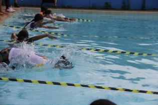 A natação teve revezamento entre os participantes