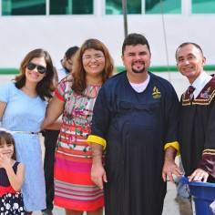 Cristiano e sua família agora servem juntos a Deus.