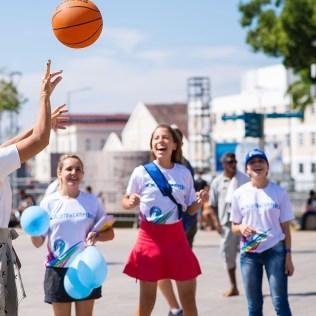Pessoas de várias idades participaram das brincadeiras (Foto: Anne Seixas)