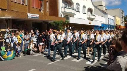 União dos noves clubes de desbraveadores do desfile de Blumenau.