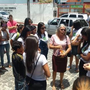 Voluntários oraram com os candidatos do ENEM