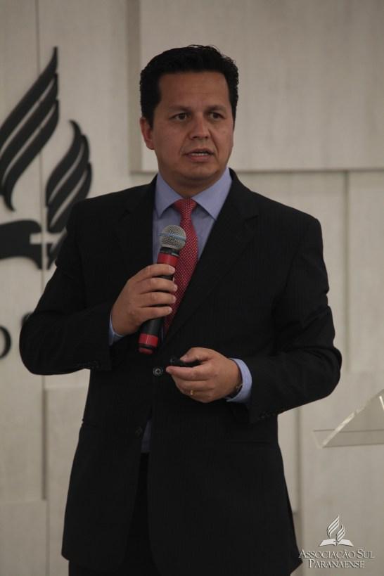Pastor João Adilson apresentou os relatórios do ano.