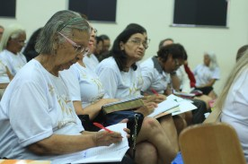 O número de idosos no Brasil é cada vez maior, daí a necessidade de oferecer-lhes apoio e orientações