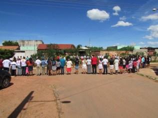 Membros do Pedregal saíram às ruas para orar com moradores do bairro