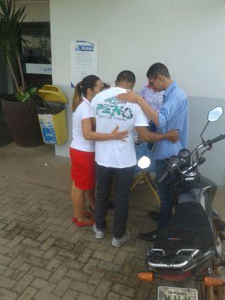 Quem passava pela UPA da 604 Norte, em Palmas, era abordado com uma oração e palavras de ânimo (foto: Comunicação Iasd 604 Norte).