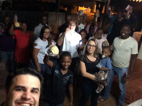 Pequeno grupo com haitianos