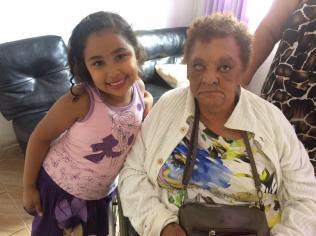 """Ansiosa pela chegada da bisavó, Ana Clara era só alegria. Ela já contou para todos os coleguinhas e professores da escola onde estuda, sobre a chegada da """"bisa"""""""