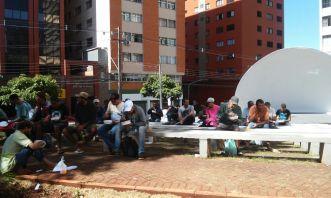 Pessoas almoçaram em praça de Londrina