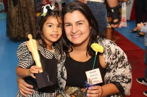 Amanda com a filha Manoela.