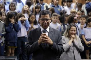 Pastor Montano de Barros ora
