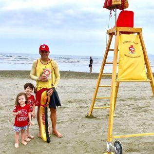 Nas praias, os salva-vidas foram alcançados pela mensagem do livro.