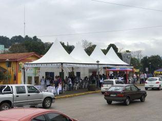 Feira de Saúde atraiu centenas de famílias em praça da região central de Videira, no oeste de SC.
