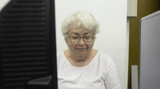 Dona Leda é uma das participantes dos cursos oferecidos pelo Espaço Comunidade Esperança (Crédito: Wellington Andrade)