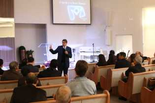 Pastor Rafael Rossi mostrou como as igrejas devem receber os telespectadores da TV Novo Tempo
