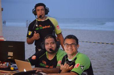 Paulo Kretli (óculos) e parte de sua equipe no comando da transmissão.