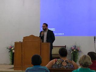 Assim como muitos fiéis, após o horário de trabalho, funcionários da ABC tem ajudado nos cultos de igrejas como a do setor Villa Monticelle.