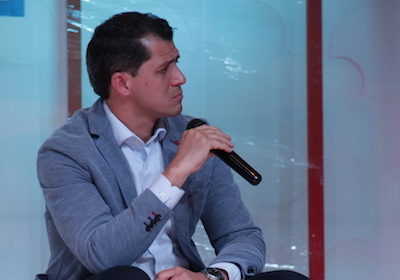 Pr. Fabrício Leão entrevista alunos