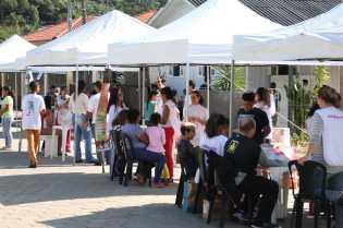 Livros missionários foram entregues durante Feira de Saúde realizada neste fim de semana