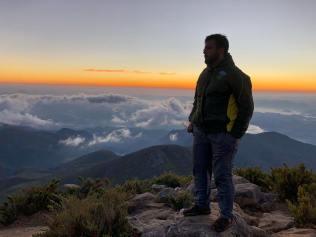 Pedro Henrique Moura, pastor auxiliar de Varginha, já subiu o Pico da Bandeira em outras ocasiões. (Foto: Arquivo Pessoal/Pedro Henrique Moura)