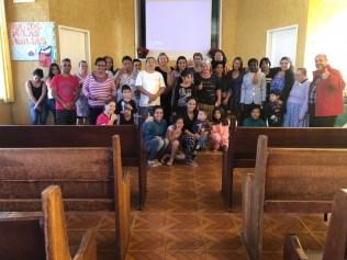As doações encaminhadas para igrejas são distribuídas através de varais solidários e bazares gratuitos promovidos pela ASA.