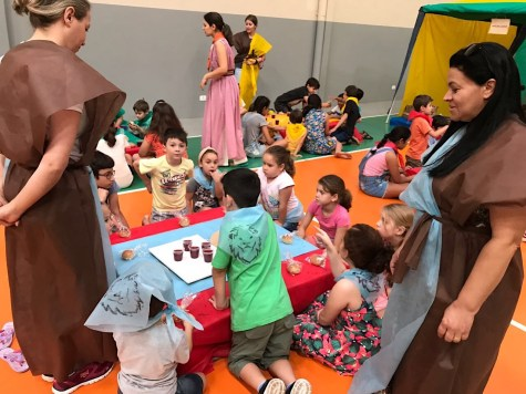 Através do cenário elaborado, histórias e atividades, as crianças vivenciaram de forma lúdica, a vida de Jesus na Terra.
