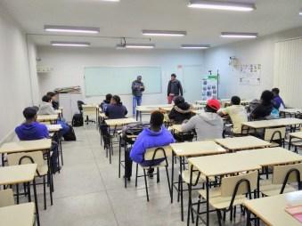 Imigrantes aprendem português em sala de aula do Instituto Federal de Santa Catarina, campus Rio do Sul. [Foto: Nara Curvello].