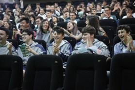 Estudantes vibravam com criatividade e descontração dos professores ao recapitularem os conteúdos. [Foto: Paulo Ribeiro].