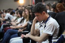 Estudantes oram para terem bom desempenho no Enem.[Foto: Paulo Ribeiro].