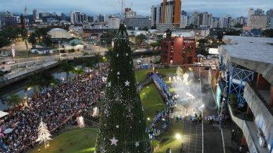 Musical ocorreu em frente à Prefeitura de Joinville[Foto: UPCine - Fotos e Vídeos].