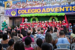 Como convidados da cantata estavam familiares dos alunos e as pessoas que iriam receber os alimentos.