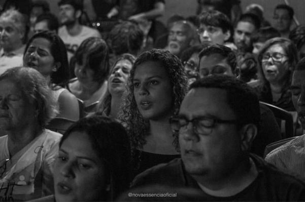 Momentos de louvor e adoração são os pontos altos em cada retiro. /Fotos Arquivo pessoal