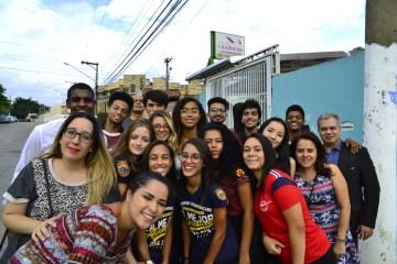Grupo de jovens visitou asilo no bairro da Vila Matilde, zona leste de SP (Foto: Elvis Natali)