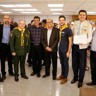 Equipe de pastores e autoridades locais