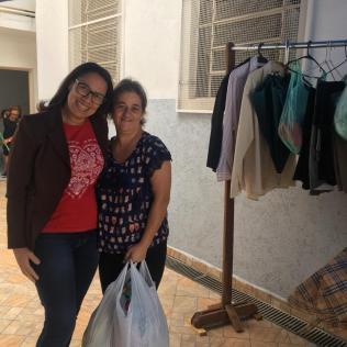 """""""Varal Solidário"""" distribui 260 peças de roupas"""