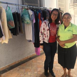 """Voluntários preparam """"varal solidário"""" para ação do Dia da Compaixão"""