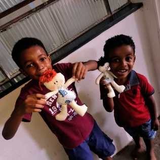 Oficina de bonecos fez a alegria dos pequenos