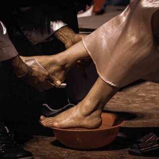 Outro momento singelo do evento foi a oportunidade que o casal ministerial lavou os pés do cônjuge