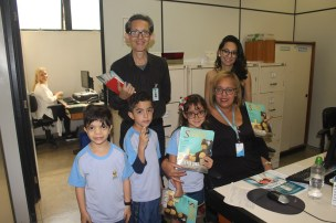 Setor médico da Câmara também recebeu as revistas. (Foto: Renata Paes)