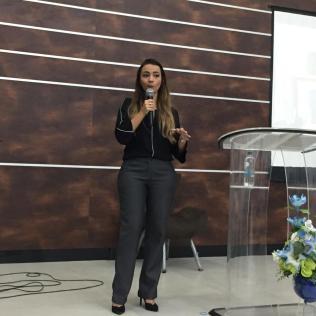 Delegada Stefania Nunes Vagas em igreja de Sete Lagoas (MG)