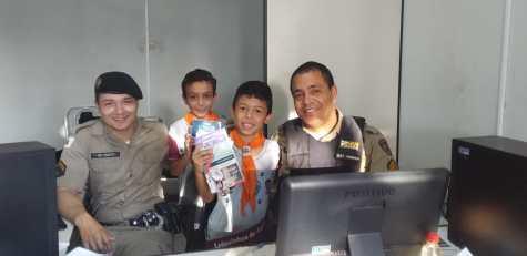 Profissionais da segurança pública também receberam os materiais informativos do Quebrando o Silêncio(Foto: Divulgação)