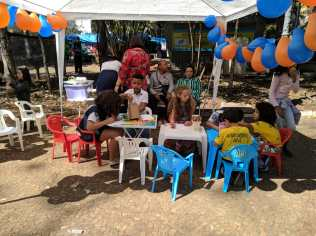 Um espaço especial foi organizado para as crianças aprenderem de forma lúdica