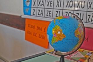 O globo terrestre é utilizado nas aulas de geografia. ( Foto: Renata Paes)