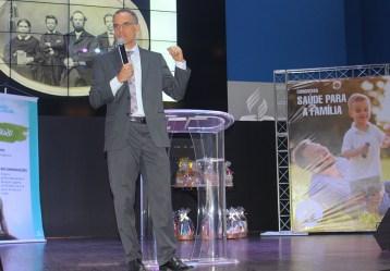 Dr. Rogério Gusmão motivou os participantes e iniciarem as mudanças na alimentação (Foto: Renata Paes)