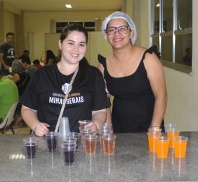 Bebidas também foram oferecidas para refrescar. ( Foto: Renata Paes)