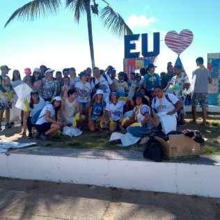 Voluntários recolheram 116kg de lixo em 2km de praia