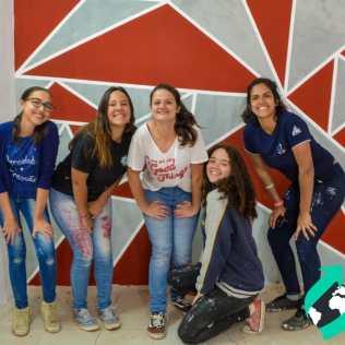 O salão jovem ficou bem atual com a pintura delas: Isabel Nogueira, Ana Carolina Cardoso, Anna Beatriz Carvalho, Rocheli Moraes e Amanda Sobral (esq. para dir.)